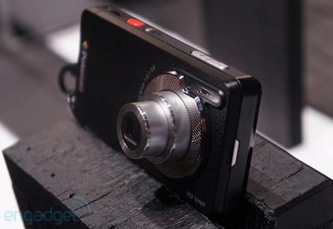Máy ảnh 'lai' điện thoại của Polaroid