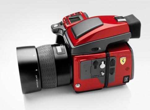 Máy ảnh medium format mang phong cách Ferrari