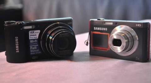 Máy ảnh Samsung 2 màn hình, kết nối Wi-Fi