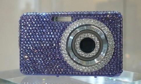 Máy ảnh Samsung gắn pha lê Swarovski