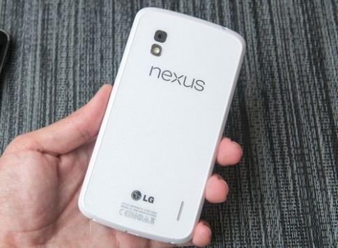 'Mở hộp' điện thoại Google Nexus 4 màu trắng