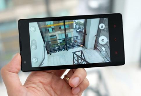 Mở hộp điện thoại Xiaomi chính hãng đầu tiên tại Việt Nam