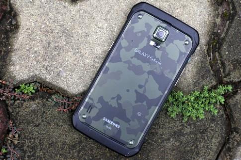 Mở hộp Galaxy S5 phiên bản siêu bền giá 16 triệu đồng