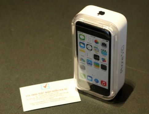 'Mở hộp' iPhone 5C vỏ nhựa đầu tiên về Việt Nam
