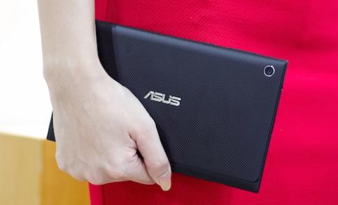 Mở hộp máy tính bảng thời trang Asus Memo Pad 7