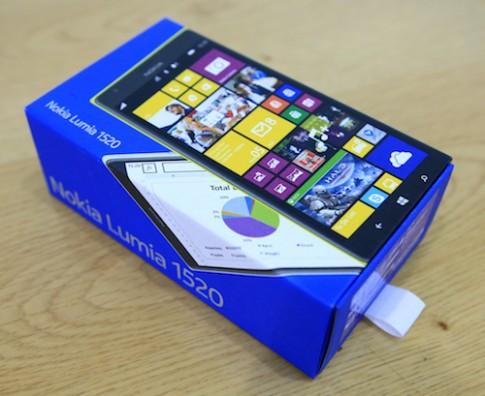 Mở hộp Nokia Lumia 1520 - Windows Phone lõi tứ đầu tiên