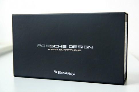 Mở hộp smartphone hạng sang BlackBerry Porsche Design P'9982