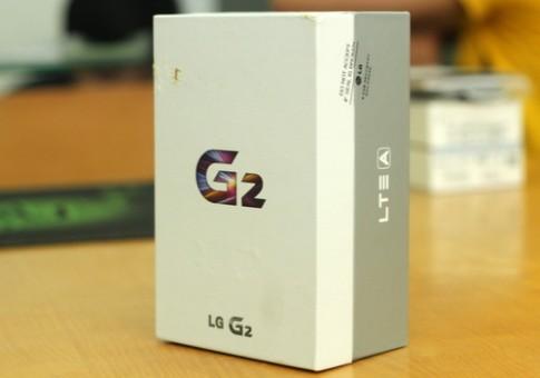 'Mở hộp' smartphone LG G2 đầu tiên về Việt Nam