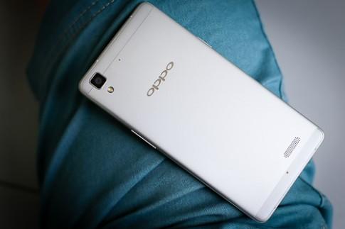 Mở hộp smartphone Oppo siêu mỏng, vỏ kim loại
