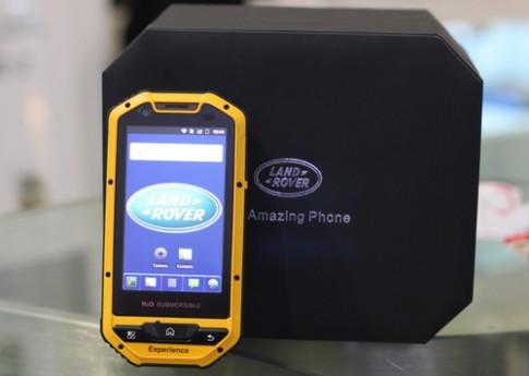 'Mở hộp' smartphone siêu bền đầu tiên của Land Rover