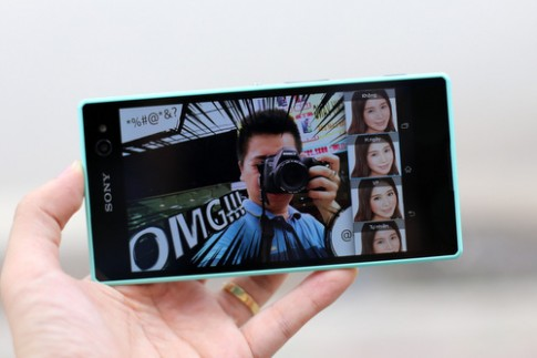 Mở hộp Sony Xperia C3 - smartphone chuyên chụp ảnh selfie