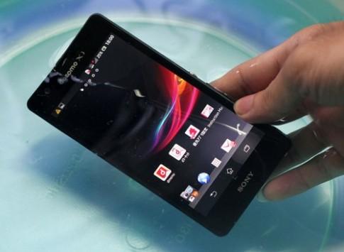 'Mở hộp' Sony Xperia ZR - smartphone chụp hình dưới nước