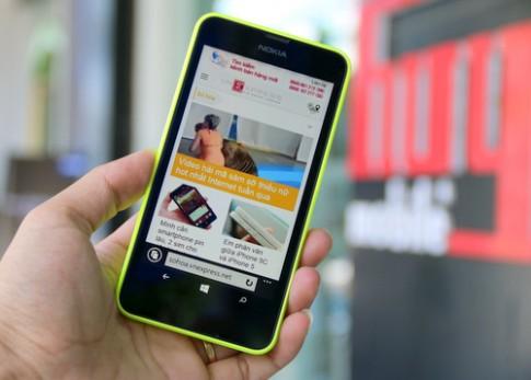 Mở hộp Windows Phone 2 SIM giá rẻ đầu tiên của Nokia