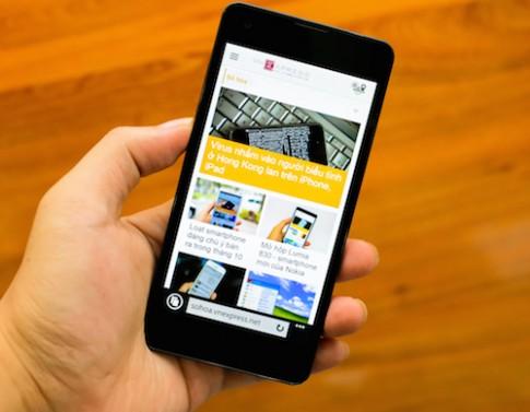 Mở hộp Windows Phone siêu mỏng thương hiệu Việt