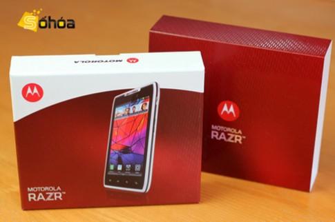 Motorola Razr trắng xuất hiện ở Hà Nội