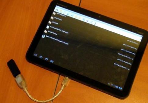 Motorola Xoom có thể làm đầu đọc USB