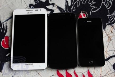 Nam giới có xu hướng chuộng smartphone màn hình rộng