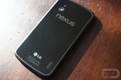 Nắp lưng Nexus 4 nứt vỡ vì thay đổi nhiệt độ
