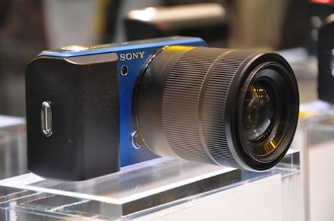 Ngắm camera ống kính rời siêu nhỏ Sony