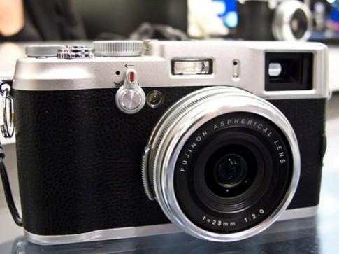 Ngắm máy compact cảm biến APS-C của Fujifilm