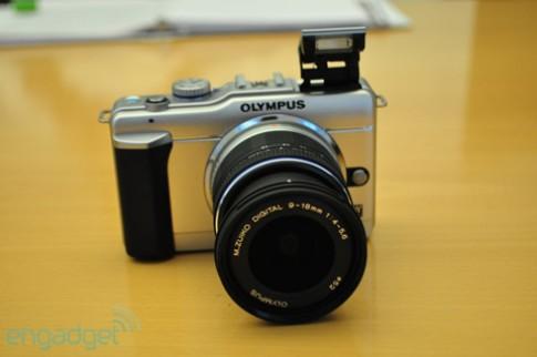 Ngắm máy số ống kính rời siêu nhỏ mới của Olympus