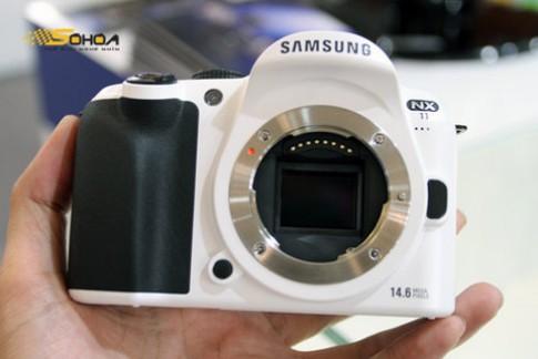 Ngắm Samsung NX11 màu trắng tuyết