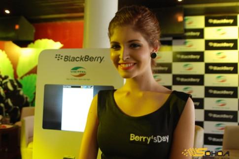 Người đẹp và điện thoại BlackBerry