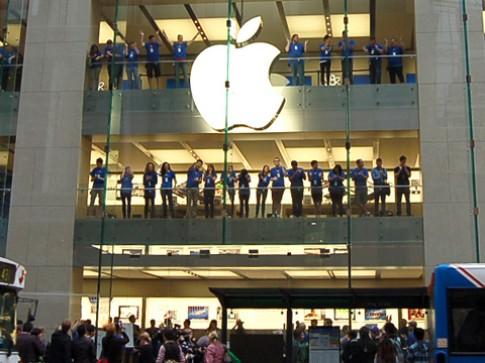 Người xếp hàng mua iPhone 4S ít hơn các năm trước