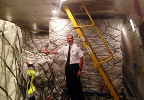 Nhân viên vận chuyển khoe ảnh chụp bên 195.000 chiếc iPhone 6