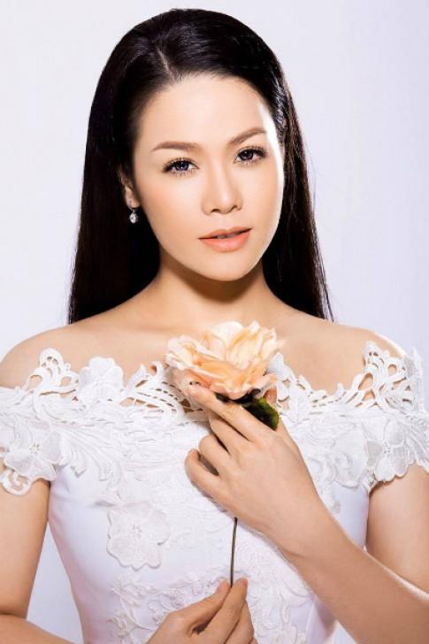 Nhật Kim Anh khác lạ với hai phong cách trang điểm