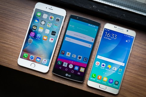 Nhiều smartphone cao cấp giảm giá cuối năm