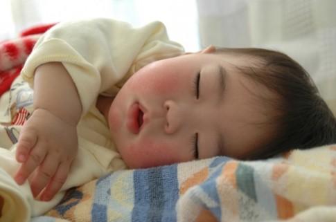 Những cách giúp bé ngủ ngon suốt đêm