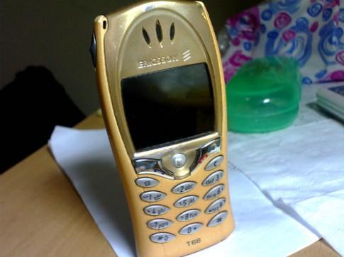 Những chiếc điện thoại màn hình màu đầu tiên