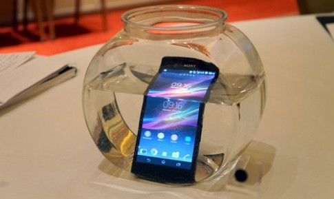 Những màn thử độ bền điện thoại Sony Xperia Z