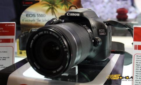 Nikon, Canon, Sony khoe máy ở VCW