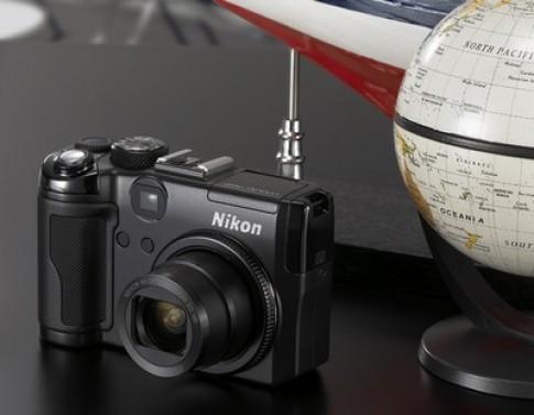 Nikon Coolpix P6000 - máy ảnh định vị toàn cầu