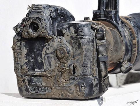 Nikon D3 'lội' bùn vẫn hoạt động tốt