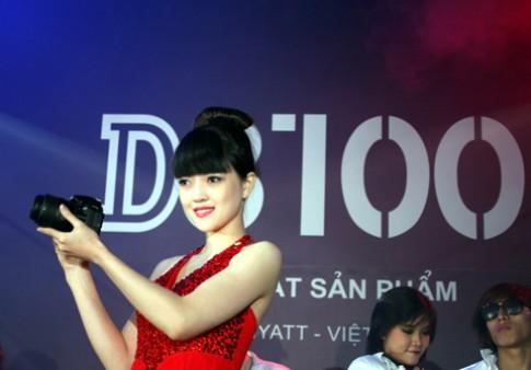 Nikon D3100 chính hãng đã về VN