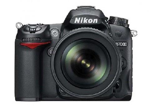 Nikon D7000 lộ diện cùng hai ống kính mới