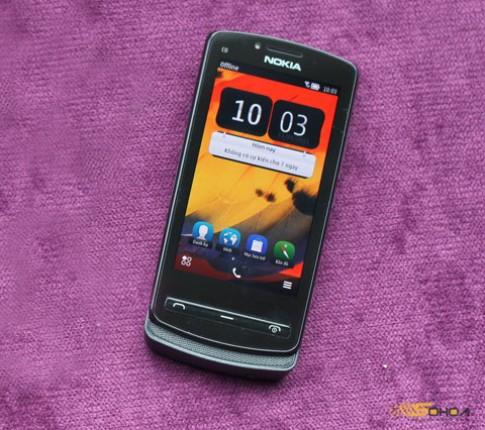 Nokia 700 thiết kế mỏng gọn