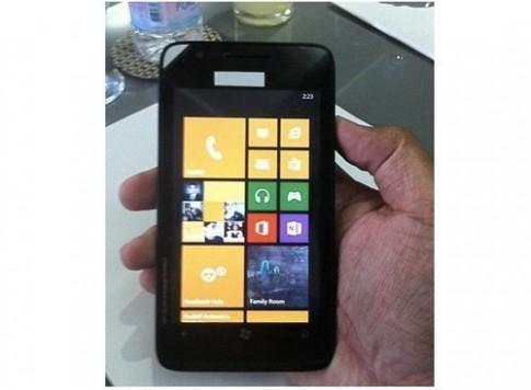 Nokia Lumia 625 giá rẻ, màn hình 4,7 inch lộ diện