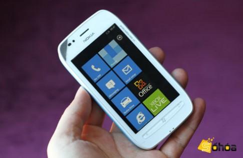 Nokia Lumia 710 giá 6,3 triệu tại VN