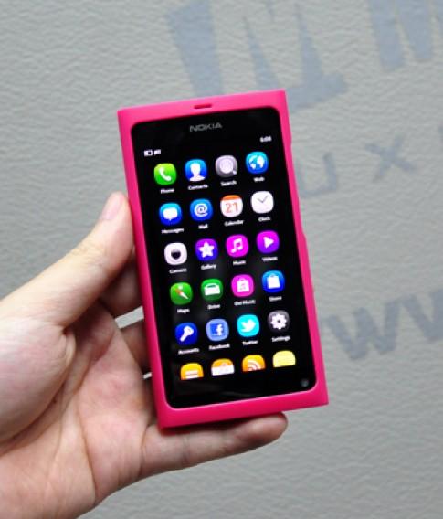 Nokia N9 bắt đầu bán, giá 13,2 triệu đồng