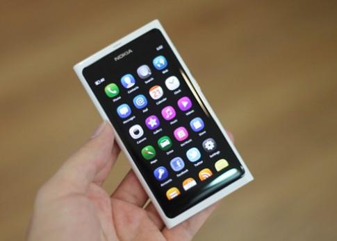 """Nokia N9 sắp có """"đàn em"""" chạy MeeGo"""