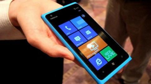 Nokia ưu tiên Mỹ, hoãn ngày lên kệ Lumia 900 tại Anh