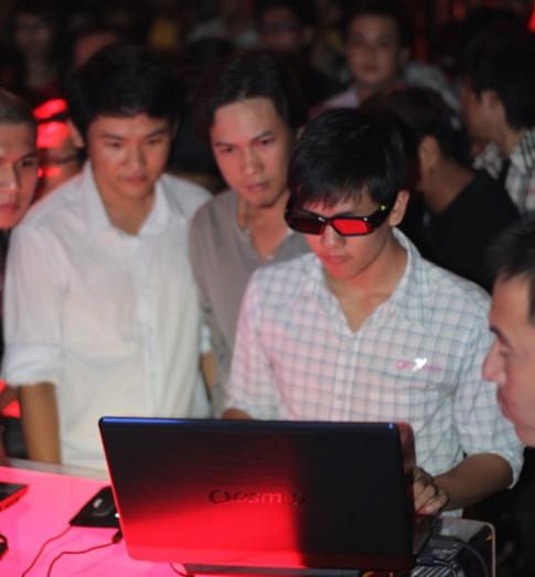 Offline đấu game trên laptop 3D Toshiba