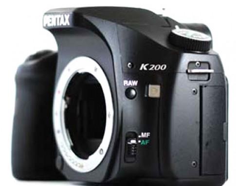 Pentax K200D chẳng giống ai