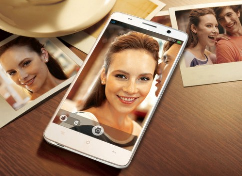 Phablet 5,5 inch tầm trung sở hữu camera trước 5 'chấm'