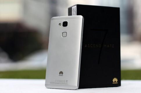 Phablet vỏ kim loại pin 'khủng', giá tốt từ Huawei