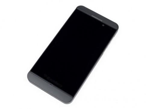 'Phẫu thuật' điện thoại BlackBerry Z10